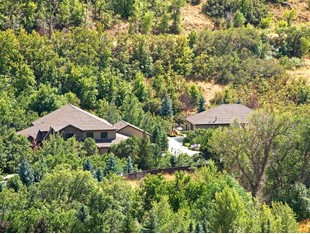 Villa for sales at Seclusion Privacy and Luxury in Hobble Creek 1180 South 3400 East Springville, Utah 84663 Stati Uniti