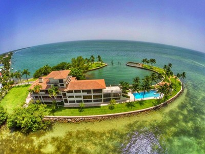Casa Unifamiliar for sales at 775 Mashta Drive 775 S Mashta Drive Key Biscayne, Florida 33149 Estados Unidos