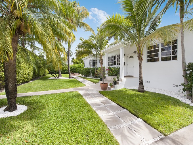 Casa para uma família for sales at 435 W Dilido 435 W Dilido Drive  Miami Beach, Florida 33139 Estados Unidos