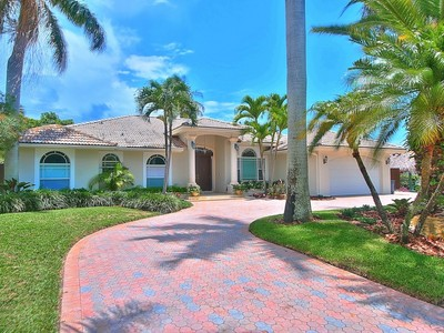 Maison unifamiliale for sales at 6393 Marlin Drive  Coral Gables, Florida 33158 États-Unis