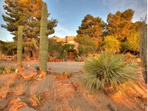 Casa para uma família for sales at The Hummingbird House 6951 Mira Vista St   Las Vegas, Nevada 89120 Estados Unidos