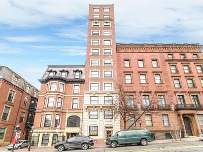 Condomínio for sales at Beautiful Condo Across From Boston Public Garden 48 Beacon Street Unit 1R Boston, Massachusetts 02108 Estados Unidos