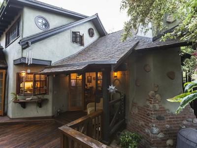 Nhà ở một gia đình for sales at Laguna Beach 1225 Roosevelt Lane Laguna Beach, California 92651 Hoa Kỳ