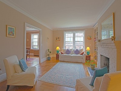 Coopérative for sales at Rare & Expansive 3 BR, 2 Bath Prewar 525 West 238 Street 3A Riverdale, New York 10463 États-Unis