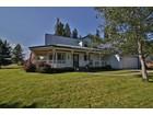 Casa multifamiliare for sales at Welcoming Wraparound Porch 321 Krystle Loop Sagle, Idaho 83860 Stati Uniti