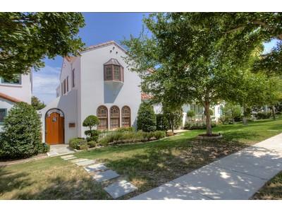 Maison unifamiliale for sales at 3840 Mattison  Fort Worth, Texas 76107 États-Unis