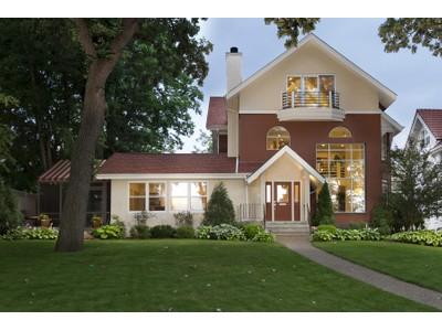 Maison unifamiliale for sales at 2675 E Lake Of The Isles Pkwy , Minneapolis, MN 55  Minneapolis, Minnesota 55408 États-Unis