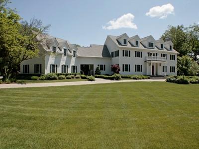 Nhà ở một gia đình for sales at Extraordinary Colonial 259 SICKLETOWN Road West Nyack, New York 10994 Hoa Kỳ