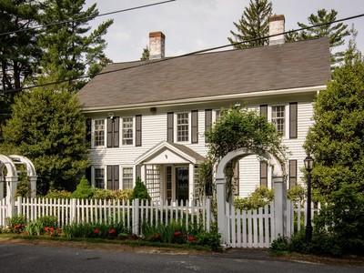 独户住宅 for sales at Antique Colonial Set on 4 Beautiful Acres 135 Deerfoot Road Southborough, 马萨诸塞州 01772 美国