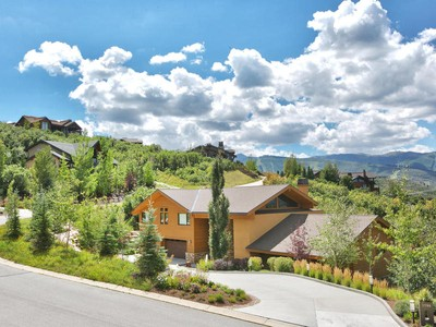 Villa for sales at Mountain Contemporary in a Private Peaceful Setting 3798 Solamere Dr Park City, Utah 84060 Stati Uniti