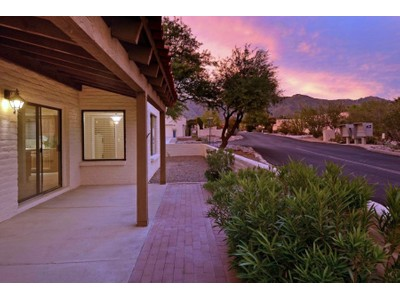 联栋屋 for sales at Fabulous Sunrise Presidio Townhome In Perfect Catalina Foothills Location 5750 E Camino Del Tronido  Tucson, 亚利桑那州 85750 美国