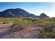 Terreno for sales at Fabulous 3 Acre Horse Property in Nauni Valley Ranch with Breathtaking Mtn Views 6112 N Nauni Valley Drive   Paradise Valley, Arizona 85253 Stati Uniti