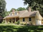 Casa para uma família for  open-houses at Beaufifully Renovated Cape 21 Harborview Drive S Essex, Connecticut 06426 Estados Unidos