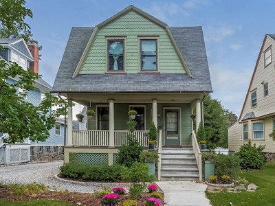 Single Family Home for sales at Convenient Classic Colonial 206 Beach Ave.  Mamaroneck, New York 10543 United States