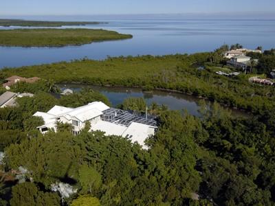 Частный односемейный дом for sales at Florida Keys Retreat at Ocean Reef 40-42 Cardnal Lane  Key Largo, Флорида 33037 Соединенные Штаты