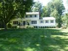 Casa para uma família for  sales at Beautiful Colonial 11 Mallard Lane Westport, Connecticut 06880 Estados Unidos