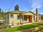 独户住宅 for  sales at Charming, Light Filled Home 6920 Sunkist Drive   Oakland, 加利福尼亚州 94605 美国