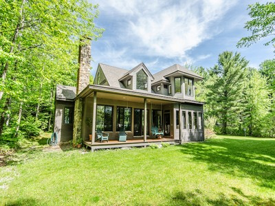 Maison unifamiliale for sales at The Perfect Family Retreat! 25 Mazies Lane Holderness, New Hampshire 03245 États-Unis