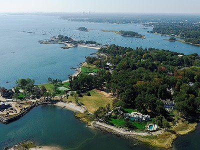Terrain for sales at The Ultimate Waterfront Property 5 Parsonage Point Place Rye, New York 10580 États-Unis