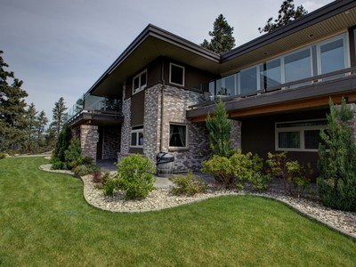 獨棟家庭住宅 for sales at McKinley Hillside View Home 2355 Arthur Court Kelowna, 不列顛哥倫比亞省 V1V2S7 加拿大