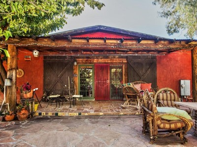 단독 가정 주택 for sales at Charming Bed and Breakfast is Across the Creek in Aravaipa Farms 89395 E Aravaipa Rd 2 Winkelman, 아리조나 85192 미국