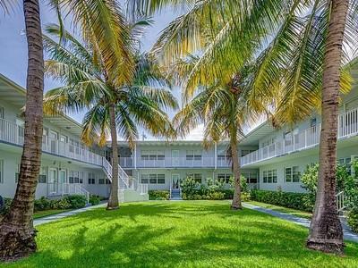 Кооперативная квартира for sales at 7207 Bay Dr #13  Miami Beach, Флорида 33141 Соединенные Штаты