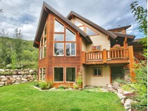 Villa for sales at Newer Home with Seclusion, Views and Privacy 7627 Susans Cir   Park City, Utah 84098 Stati Uniti