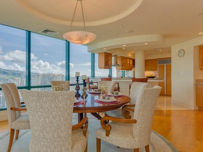 联栋屋 for sales at Oceanview Luxury Apartment 1888 Kalakaua Ave Waikiki Landmark #PH3701 Honolulu, 夏威夷 96815 美国