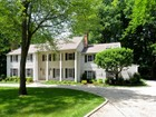 Moradia for sales at Wonderful Location...Scenic Street...A Home of Distinctive Classic Style 27 Deepwood Road Darien, Connecticut 06820 Estados Unidos