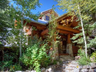 Maison unifamiliale for sales at Magnificent Secluded Sundance River House 9435 Alpine Loop Rd  Sundance, Utah 84604 États-Unis