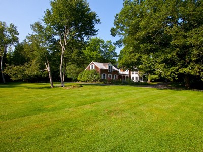 Maison unifamiliale for sales at Classic Country Retreat 164 Belden Street Falls Village, Connecticut 06031 États-Unis