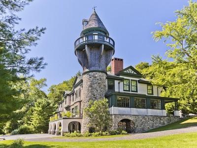 Casa para uma família for sales at Norumbega Carriage House 8 Marine Avenue  Camden, Maine 04843 Estados Unidos