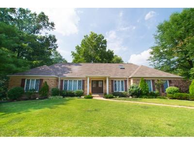 Maison unifamiliale for sales at Lovely Creve Couer Home 14 Haven View Drive Creve Coeur, Missouri 63141 États-Unis