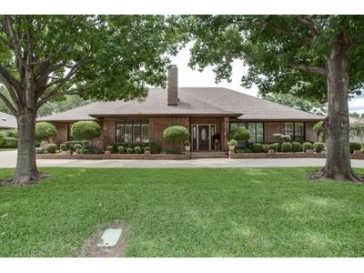 Moradia for sales at 6817 Meadows West Dr S  Fort Worth, Texas 76132 Estados Unidos