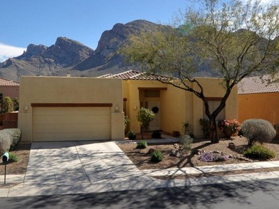 Vivienda unifamiliar for sales at Spectacular Pusch Ridge Views From This Well Maintained Oro Valley Home 9556 N Placita Roca De Bronce Tucson, Arizona 85704 Estados Unidos