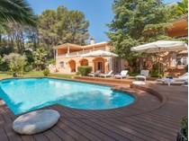 Moradia Multi-familiar for sales at Villa frontline to golf course Son Vida    Son Vida, Palma De Maiorca 07013 Espanha