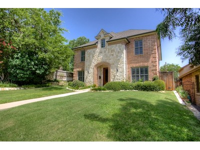 Maison unifamiliale for sales at 3754 W 6th Street   Fort Worth, Texas 76107 États-Unis