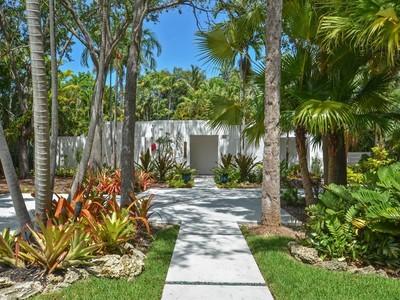 Частный односемейный дом for sales at 12050 SW 88 AV  Miami, Флорида 33176 Соединенные Штаты