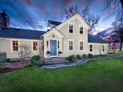 Vivienda unifamiliar for sales at Timeless 1880's Farmhouse 38 Ridge Road Barrington Hills, Illinois 60010 Estados Unidos