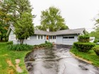 Casa para uma família for sales at Updated Ranch 8 Ruthellen Road Framingham, Massachusetts 01701 Estados Unidos