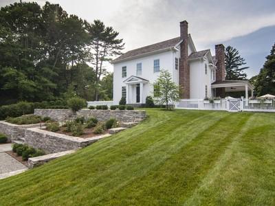 独户住宅 for sales at Village Landmark Colonial Circa 1880 1 Spinnaker Lane Essex, 康涅狄格州 06426 美国