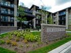 Condomínio for  sales at Stylish 2 Bedroom Condo 128 Garden Drive, #220 Oakville, Ontario L6K2W4 Canadá