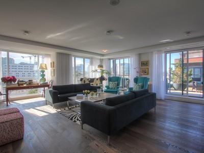 콘도미니엄 for sales at Equisite Contemporary Living 18 Beverley Street, Suite 717 Toronto, 온타리오주 M5T3L2 캐나다