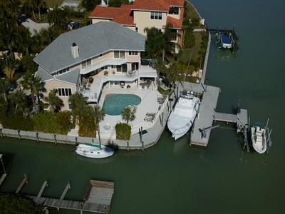 Частный односемейный дом for sales at CASEY KEY 430  Casey Key Rd Nokomis, Флорида 34275 Соединенные Штаты