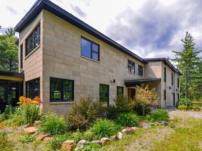 Einfamilienhaus for sales at La Pêche 229 Ch. Wood Smoke La Peche, Quebec J0X3G0 Kanada