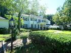 一戸建て for  sales at Distinctive and Private Scarsdale Estate 18 Sherbrooke Rd Scarsdale, ニューヨーク 10583 アメリカ合衆国