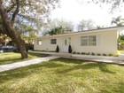 Casa Unifamiliar for sales at Corner 1 Story 6490 Sunset Drive South Miami, Florida 33143 Estados Unidos
