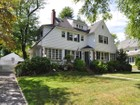 Moradia for  sales at 931 Edgewood 931 Edgewood Avenue   Pelham, Nova York 10803 Estados Unidos