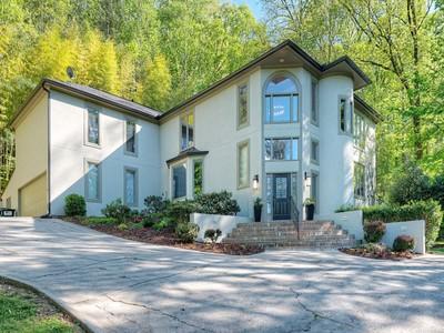 단독 가정 주택 for sales at Beautiful Sandy Springs Home 6985 Riverside Drive NW Sandy Springs, 조지아 30328 미국