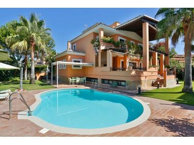 Частный односемейный дом for sales at Splendid villa walking distance to the beach La Reserva de Los Monteros Marbella, Андалусия 29600 Испания